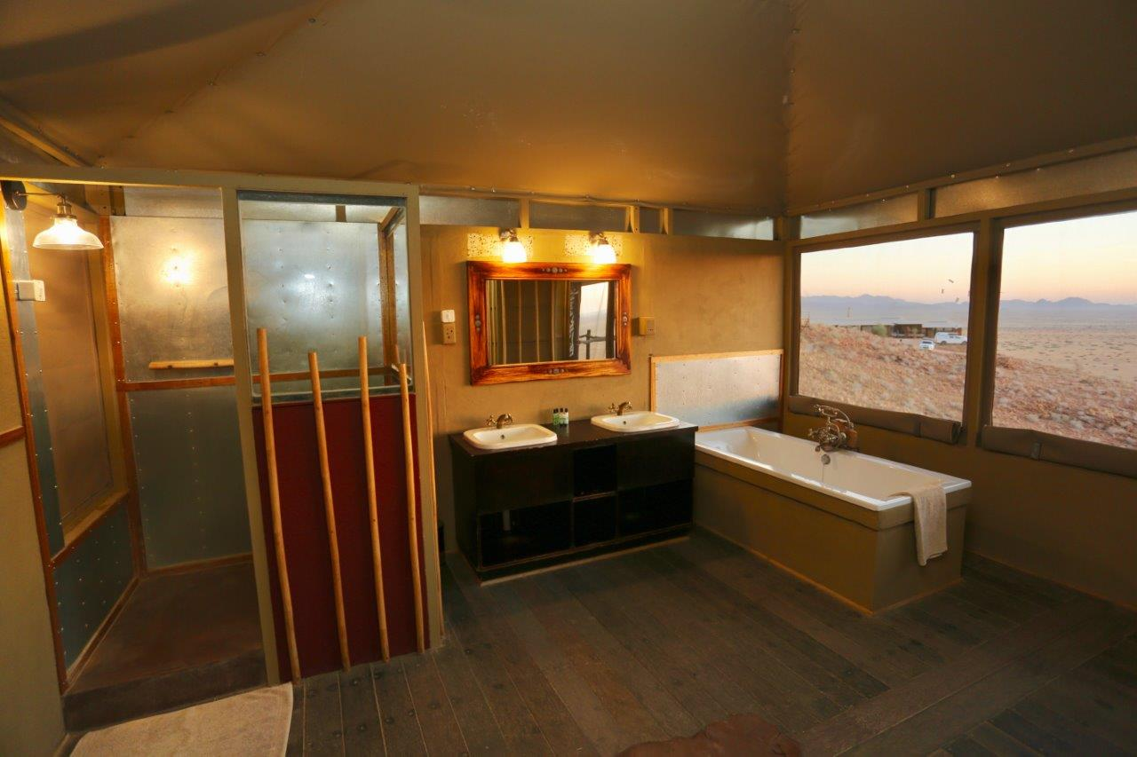 Suite bath room (2)